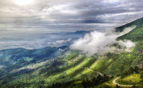 Mountain road to Da Nang