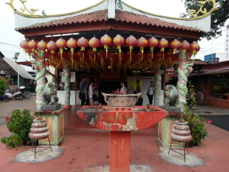 Temple near the entrance to Chew Jetty