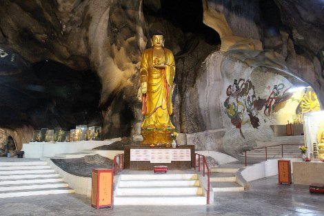 There are 8 cave temples to visit near Ipoh
